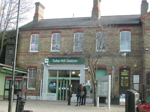 photo of tulse hill station